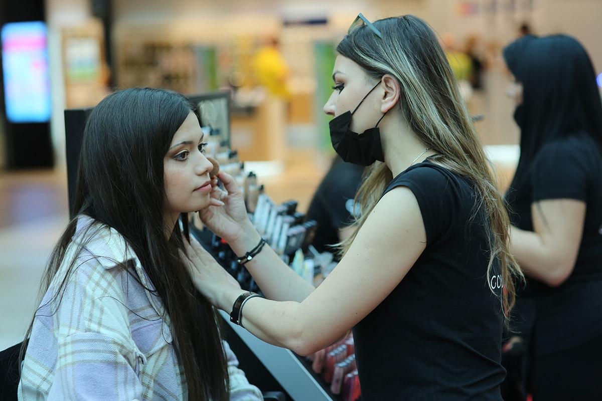 Iva šminka Anu