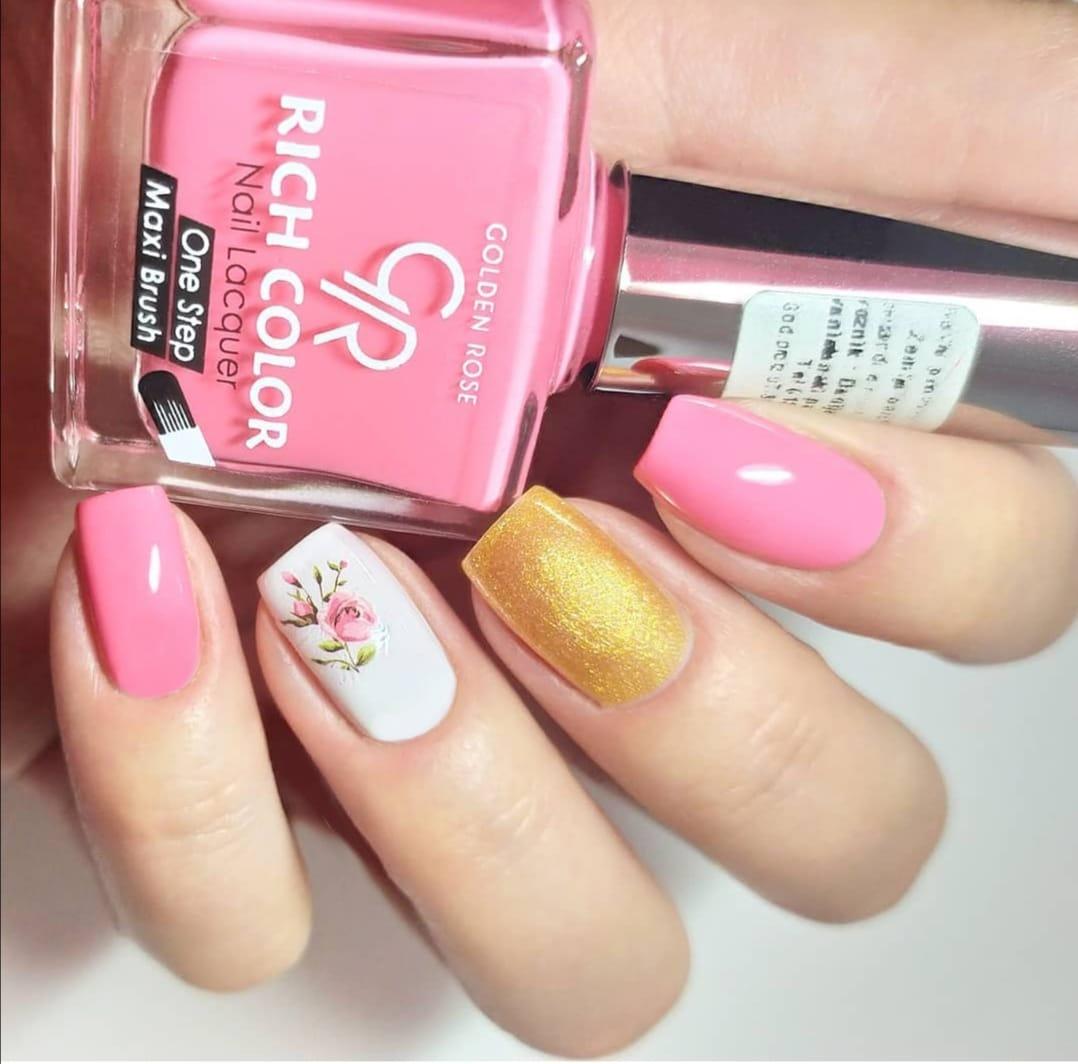 Pink nokti